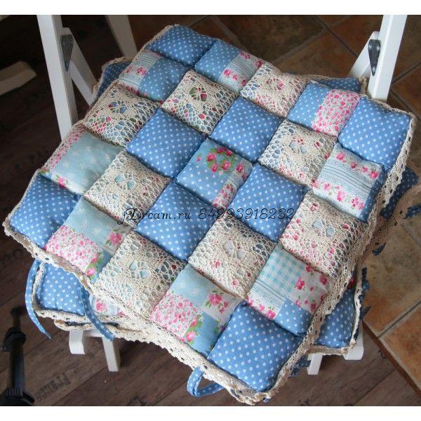 Сидушка подушка на стул голубая в крапинку пэчворк